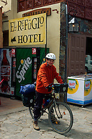 Spanien, Kanarische Inseln, Gran Canaria, Radwanderer beim Cruz de Tejeda