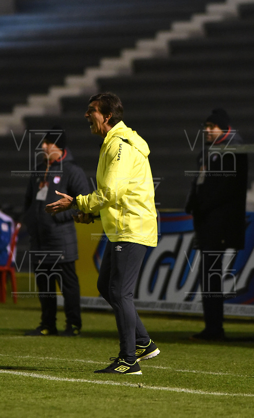 TUNJA -COLOMBIA, 11-09-2016. Gustavo Costas director técnico Santa Fe.Acción de juego entre  Patriotas FC y Santa Fe    durante encuentro  por la fecha 11 de la Liga Aguila II 2016 disputado en el estadio de  La Independencia./ Gustavo Costas coach Santa Fe . Action game between Patriotas and Santa Fe during match for the date 11 of the Aguila League II 2016 played at La Independencia  stadium . Photo:VizzorImage / César Melgarejo   / Cont