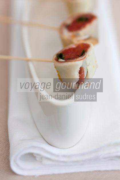 Europe/France/Aquitaine/33/Gironde/Bassin d'Arcachon/Gujan-Mestras: Mozarella fumée patanégra, tomate confite- Amuse bouche recette de Stéphane Carrade du Restaurant: La Guérinière