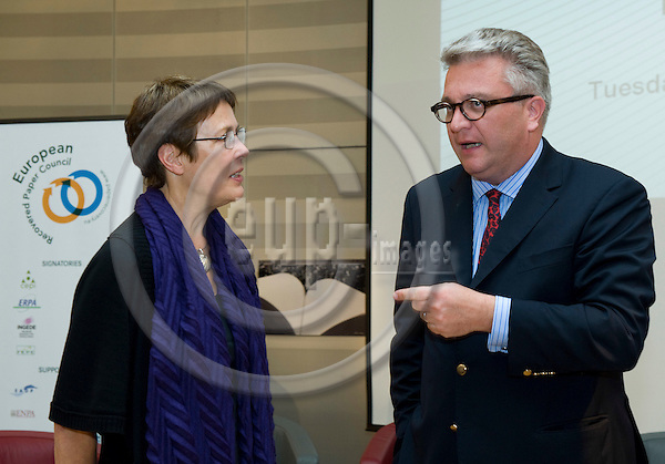 Brussels-Belgium - September 29, 2009 -- European Paper Recycling Award, an festive event at the EP with HRH Prince Laurent of Belgium (ri); here with MEP Satu HASSI (le) -- Photo: Horst Wagner / eup-images