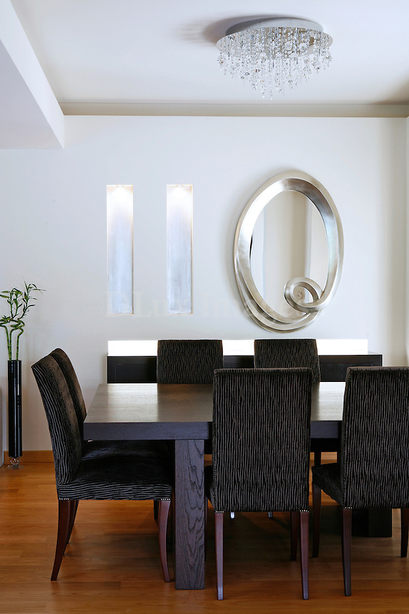 Davoutis's five member family lives in a three storey house in the region of Geraka in Athens , Greece .