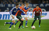 FUSSBALL   1. BUNDESLIGA    SAISON 2012/2013    11. Spieltag   FC Schalke - 04 Werder Bremen                              10.11.2012 Kevin De Bruyne (2.v.l.) und Zlatko Junuzovic (re, beide SV Werder Bremen) gegen Roman Neustaedter (li) und Lewis Holtby (3.vl., beide FC Schalke 04)