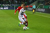 Djibril Sow (Borussia Mönchengladbach) gegen Branimir Hrgota (Eintracht Frankfurt) - 25.04.2017: Borussia Moenchengladbach vs. Eintracht Frankfurt, DFB-Pokal Halbfinale, Borussia Park
