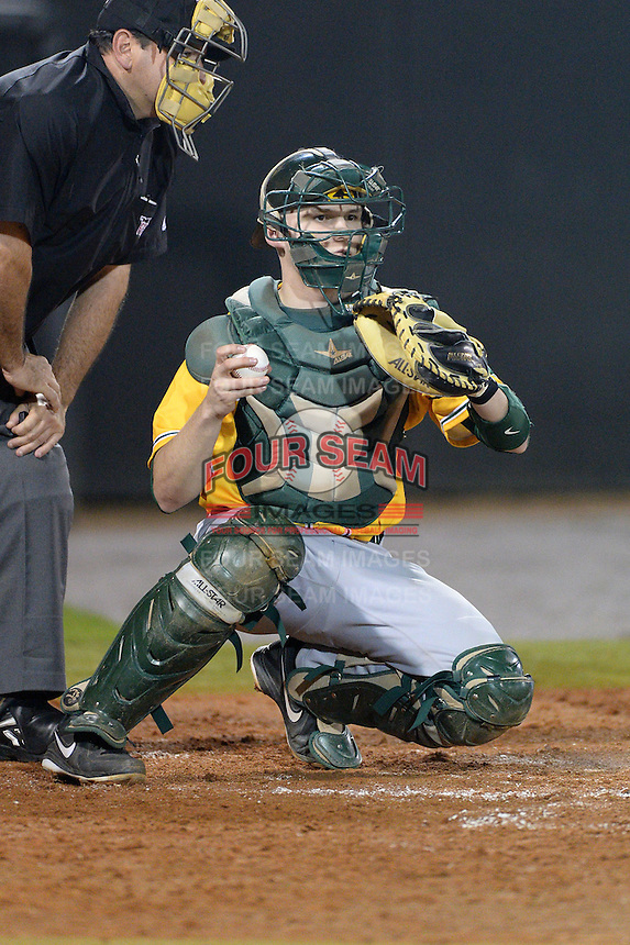 Siena Saints catcher Dave Hoffmann (25) during the season opening game against the Central Florida Knights at Jay Bergman Field on February 14, 2014 in Orlando, Florida.  UCF defeated Siena 8-1.  (Mike Janes/Four Seam Images)