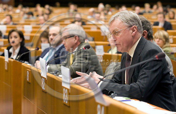 """BRUSSELS - BELGIUM - 26 FEBRUARY 2008 -- Employment and Social Affairs (EMPL) Committee hearing on the cases """"Laval"""" and """"Viking"""", an exchange of views with the participation of the EP Legal Service, Business Europe, ETUC and an external expert on the impact of the European Court of Justice rulings. -- John MONKS (Ri), ETUC General Secretary. -- PHOTO: Juha ROININEN / EUP-IMAGES"""