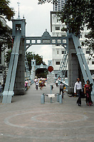 Singapore: Pedestrian Bridge on Singapore River. Photo '82.