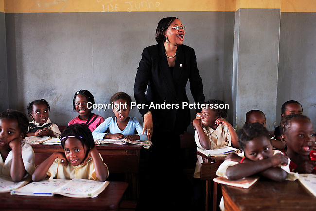 MAPUTO, MOZAMBIQUE JUNE 15: Graca Machel talks to students at ?12 Outubro?, a primary school in on June 15, 2006 in Maputo, Mozambique. The former first lady is a widow of Samora Machel, the founding president of Mozambique. She is now married to Mr. Nelson Mandela, the freedom fighter and former president of South Africa. Ms. Machel runs an NGO, Community Development Foundation (FDC). Ms. Machel is active with children issues and FDC is the largest NGO in the country. (Photo by Per-Anders Pettersson/Getty Images).