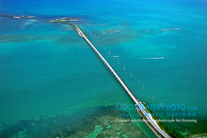US 1 over Channel Five, connecting Craig .Key (front) to Fiesta Key and Long Key.Florida Keys (Atlantic / Gulf of Mexico)