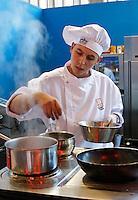 Jonge kok aan het werk op de Horecava