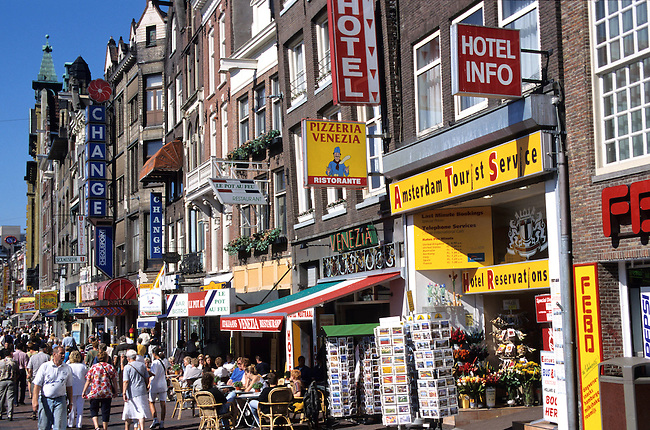 Pays-Bas, Amsterdam, rue commercante *** Street life, Amsterdam, The Netherlands