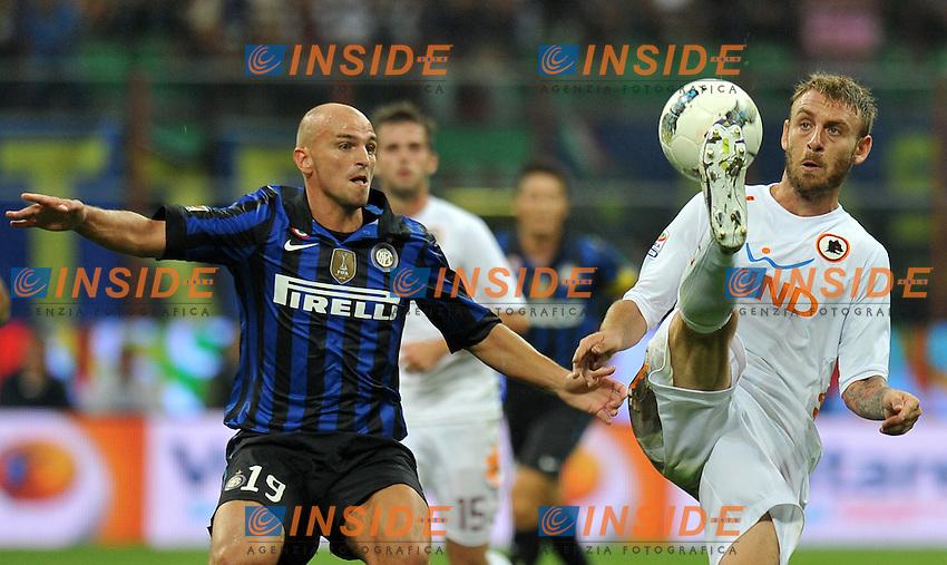 """Esteban CAMBIASSO (Inter), Daniele DE ROSSI (Roma).Milano 17/9/2011 Stadio """"Giuseppe Meazza"""".Serie A 2011/2012 .Football Calcio Inter Vs Roma.Foto Insidefoto Alessandro Sabattini."""