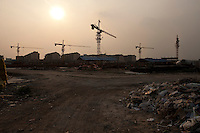 Evening landscape view of a commercial building construction site in the Guǎnchéng Huízú Qū of Zhengzhou in Henan province.  © LAN
