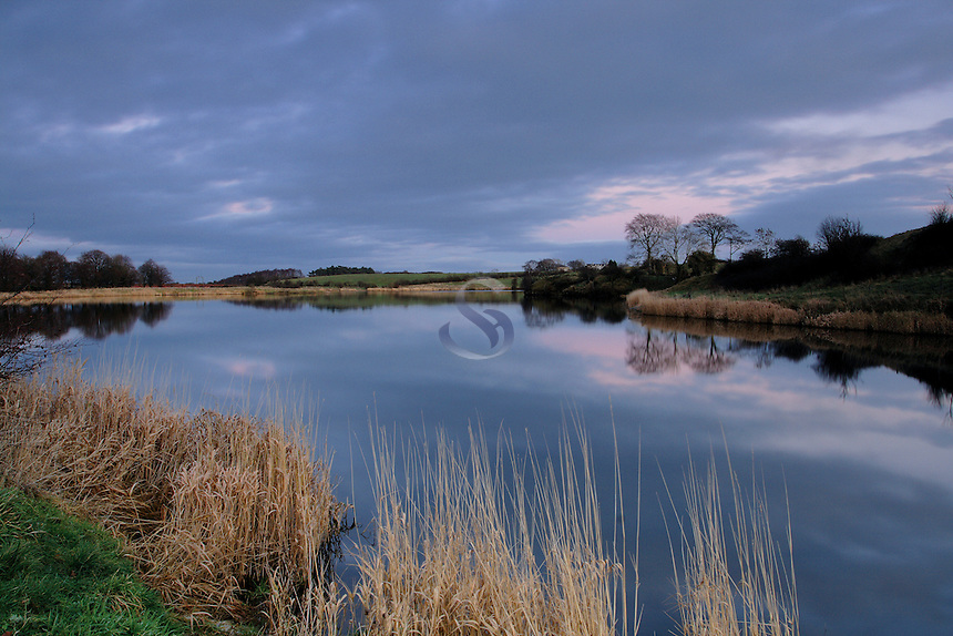 Ryat Linn Reservoir, Dams to Darnley Country Park, Barrhead, East Renfrewshire<br /> <br /> Copyright www.scottishhorizons.co.uk/Keith Fergus 2011 All Rights Reserved