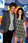 LOS ANGELES, CA. - September 07: Actors Robert Pattinson and Kristen Stewart pose in the press room at the 2008 MTV Video Music Awards at Paramount Pictures Studios on September 7, 2008 in Los Angeles, California.