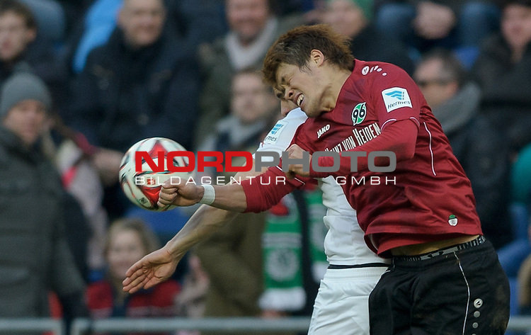 28.02.2015, HDI Arena, Hannover, GER, 1.FBL, Hannover 96 vs VfB Stuttgart, im Bild Hiroki Sakai (Hannover #4), Filip Kostic (Stuttgart #18)<br /> <br /> Foto &copy; nordphoto / Frisch