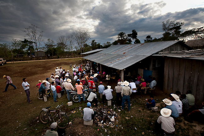 A community meet at a illegal settlement in the Mayan Biosphere to discuss how to respond to recent government evictions nearby.
