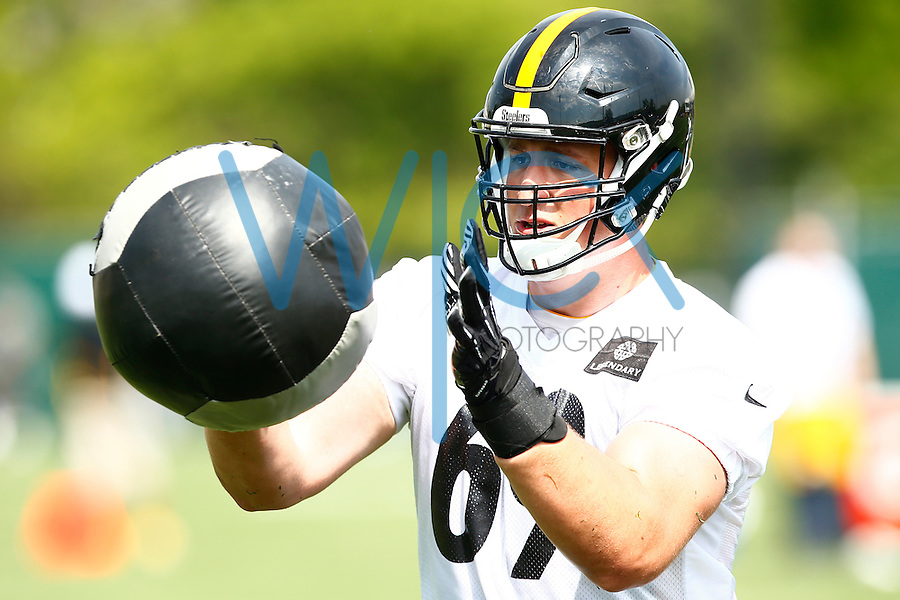 Brian Mihalik #69 of the Pittsburgh Steelers works out during OTA's at the Rooney Sports Complex on the Side Side in Pittsburgh, Pennsylvania on May 31, 2016. (Photo by Jared Wickerham/DKPittsburghSports)