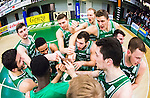 S&ouml;dert&auml;lje 2015-04-10 Basket SM-Semifinal 5 S&ouml;dert&auml;lje Kings - Sundsvall Dragons :  <br /> S&ouml;dert&auml;lje Kings spelare jublar i en ring efter matchen mellan S&ouml;dert&auml;lje Kings och Sundsvall Dragons <br /> (Foto: Kenta J&ouml;nsson) Nyckelord:  S&ouml;dert&auml;lje Kings SBBK T&auml;ljehallen Sundsvall Dragons jubel gl&auml;dje lycka glad happy