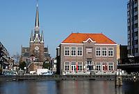 De Sint Bonifatiuskerk en De Fabriek bij de Zaan in Zaandam