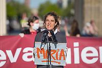 """Mehrere Menschenrechts- und Fluechtlingsorganisationen haben auf einer Kundgebung am Donnerstag den 23. April 2020 in Berlin von den EU-Staaten die rasche Aufnahme von Fluechtlingen aus Griechenland gefordert. Die Camps auf den griechischen Inseln muessten angesichts der Corona-Krise sofort aufgeloest werden, denn sie drohten zu """"pandemischen Hotspots"""" zu werden, hiess es in einem Aufruf des Republikanischen Anwaeltinnen- und Anwaeltevereins (RAV). Dazu fand am Donnerstag in Berlin eine Kundgebung statt, die live im Internet uebertragen wurde. Daran beteiligten sich unter anderem auch Vertreter von Amnesty International, vom European Center for Constitutional and Human Rights (ECCHR), vom Unteilbar-Buendnis sowie Vertreter weiterer Organisationen.<br /> Die Kundgebung fand mit 20 Personen unter den strengen Auflagen anlaesslich der Covid-19-Pandemie statt.<br /> Im Bild: Anna Spangenberg, Pressesprecherin des Buendnis #unteilbar.<br /> 23.4.2020, Berlin<br /> Copyright: Christian-Ditsch.de<br /> [NUR FUER REDAKTIONELLE ZWECKE! Werbung nur auf Anfrage beim Fotografen. Inhaltsveraendernde Manipulation des Fotos nur nach ausdruecklicher Genehmigung des Fotografen. Vereinbarungen ueber Abtretung von Persoenlichkeitsrechten/Model Release der abgebildeten Person/Personen liegen nicht vor. NO MODEL RELEASE! Don't publish without copyright Christian-Ditsch.de, Veroeffentlichung nur mit Fotografennennung, sowie gegen Honorar, MwSt. und Beleg. Konto: I N G - D i B a, IBAN DE58500105175400192269, BIC INGDDEFFXXX, Kontakt: post@christian-ditsch.de<br /> Bei der Bearbeitung der Dateiinformationen darf die Urheberkennzeichnung in den EXIF- und  IPTC-Daten nicht entfernt werden, diese sind in digitalen Medien nach §95c UrhG rechtlich geschuetzt. Der Urhebervermerk wird gemaess §13 UrhG verlangt.]"""