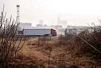 Milano, periferia nord. Ex scalo merci ferroviario Farini. Camion --- Milan, north periphery. Rail yard Farini. Trucks