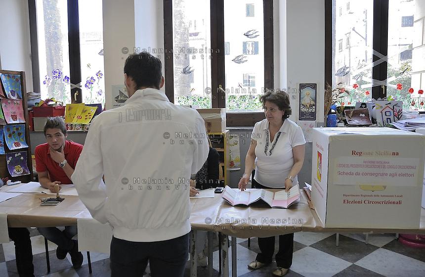 Palermo:2012 elections, the ballot boxes at polling stations.<br /> <br /> Palermo, elezioni 2012, le urne nei seggi elettorali