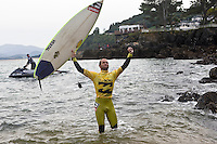 MUNDAKA, Basque Country/Spain (Saturday, October 4, 2008). CJ HOBGOOD (USA) won the Billabong Pro Mundaka 2008 today defeating Australian JOEL PARKINSON (AUS) in a nail biting final. With the cliffs surrounding the famous river mouth surf break packed with cheering fans and waves  in the 1-5 to  2 meter range the result came down to the final wave ridden. Hobgood sealed the win with a last minute wave after Parkinson had led for most of the 35 minute final. .The event waiting period was  September 29 through to October 12 with the contest being the only ASP World Surfing Championship tour event in Spain. Photo: joliphotos.com
