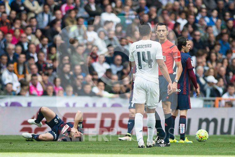 Real Madrid's Carlos Henrique Casemiro and Sociedad Deportiva Eibar's Gonzalo Escalante during La Liga match. April 09, 2016. (ALTERPHOTOS/Borja B.Hojas)