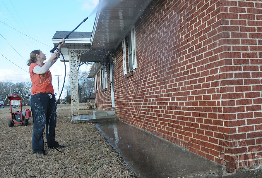 NWA Democrat-Gazette/FLIP PUTTHOFF <br /> WASH DAY<br /> Jennifer Howard cleanse a home's exterior Tuesday Jan. 10 2017 near downtown Rogers. Howard was working at a home on East Locust street