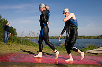 10 MAY 2009 - GRENDON,GBR - Competitors attempt to free themselves from their wetsuits as they race to transition - Grendon Triathlon (PHOTO (C) NIGEL FARROW)