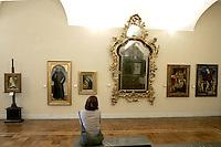 Una turista osserva alcuni dipinti nel Museo Poldio Pezzoli a Milano.<br /> A tourist admires paintings in the Museo Poldi Pezzoli in Milan.<br /> UPDATE IMAGES PRESS/Riccardo De Luca