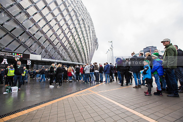 Stockholm 2014-11-02 Fotboll Superettan Hammarby IF - J&ouml;nk&ouml;pings S&ouml;dra IF :  <br /> Hammarbys supportrar k&ouml;ar utanf&ouml;r Tele2 Arena inf&ouml;r matchen mellan Hammarby IF och J&ouml;nk&ouml;pings S&ouml;dra IF <br /> (Foto: Kenta J&ouml;nsson) Nyckelord:  Superettan Tele2 Arena Hammarby HIF Bajen J&ouml;nk&ouml;ping S&ouml;dra IF J-S&ouml;dra supporter fans publik supporters utomhus exteri&ouml;r exterior