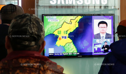 North Korean test of a hydrogen bomb, Jan 6, 2016 : People watch a TV report on North Korea's test of a hydrogen bomb at Seoul railway station in Seoul, South Korea. North Korea announced on Wednesday it has conducted a test of a hydrogen bomb successfully. South Korea's defence ministry said the North's new nuclear test doesn't appear to be hydrogen-based, in consideration of the intensity of the tremor, local media reported. (Photo by Lee Jae-Won/AFLO) (SOUTH KOREA)