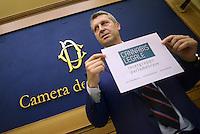 Roma, 15 Luglio 2015<br /> Benedetto Della Vedova.<br /> Presentata una proposta di legge firmata da 218 parlamentari di vari gruppi politici per la legalizzazione delle droghe leggere in Italia