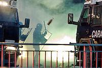 Roma 19 Ottobre 2013<br /> Manifestazione dei movimenti antagonisti, NO MUOS, No Tav, movimenti per la casa  contro il governo dell'austerit&agrave;. Manifestanti  lanciano fumogeni e bottiglie contri  carabinieri<br /> Rome October 19, 2013<br /> Manifestation of radical movements, NO MUOS, No Tav, movements for the house against the government austerity. Protesters throw smoke bombs and bottles at carabinieri