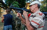 Südostukraine Waffentraining für Zivilisten