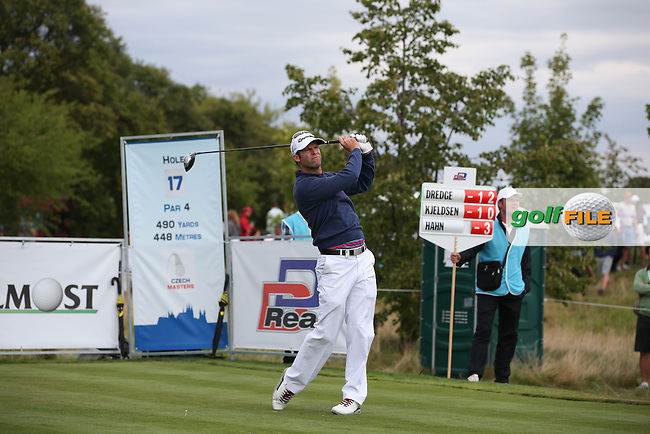 Bradley Dredge (WAL) has the lead in his sights during Round Three of the D&D Real Czech Masters 2014 from the Albatross Golf Resort, Vysoky Ujezd, Prague. Picture:  David Lloyd / www.golffile.ie