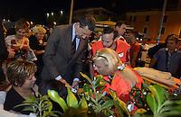 Roma 17 Settembre 2013<br /> Piazza Cesare De Cupis<br /> Il Sindaco di Roma Ignazio Marino visita il quartiereTor Sapienza.<br /> Nella foto il Sindaco soccorre una donna caduta