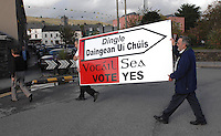 Kate O'Connor, Dan O'Keeffe and Fergus O'Flaherty putting their 'Vote Yes' posters in Dingle ahead of the plebesite this week on changing the name.<br /> Picture by Don MacMonagle<br /> Story by Anne Lucey