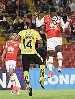 BOGOTÁ - COLOMBIA, 25-07-2017: Jorge Obregon (Der) jugador de Independiente Santa Fe de Colombia salta por el balón con Angel Garcia Toral (Izq) jugador de Fuerza Amarilla de Ecuador, durante partido por la segunda fase, llave 8, de la Copa CONMEBOL Sudamericana 2017  jugado en el estadio Nemesio Camacho El Campin de la ciudad de Bogotá. / Jorge Obregon (R) player of Independiente Santa Fe of Colombia jumps for the ball with Angel Garcia Toral (L) player of Fuerza Amarilla of Ecuador during the match for the second phase, key 8, of the Copa CONMEBOL Sudamericana 2017  played at Nemesio Camacho El Campin stadium in Bogota city.  Photo: VizzorImage / Gabriel Aponte / Staff