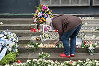 Gedenken am Dienstag den 19. Dezember 2017 anlaesslich des 1. Jahrestag des Terroranschlag auf den Weihnachtsmarkt auf dem Berliner Breitscheidplatz am 19.12.2016 durch den Terroristen Anis Amri.<br /> Im Bild: Eine Frau stellt eine Kerze an der Gedenkstaette auf.<br /> 19.12.2017, Berlin<br /> Copyright: Christian-Ditsch.de<br /> [Inhaltsveraendernde Manipulation des Fotos nur nach ausdruecklicher Genehmigung des Fotografen. Vereinbarungen ueber Abtretung von Persoenlichkeitsrechten/Model Release der abgebildeten Person/Personen liegen nicht vor. NO MODEL RELEASE! Nur fuer Redaktionelle Zwecke. Don't publish without copyright Christian-Ditsch.de, Veroeffentlichung nur mit Fotografennennung, sowie gegen Honorar, MwSt. und Beleg. Konto: I N G - D i B a, IBAN DE58500105175400192269, BIC INGDDEFFXXX, Kontakt: post@christian-ditsch.de<br /> Bei der Bearbeitung der Dateiinformationen darf die Urheberkennzeichnung in den EXIF- und  IPTC-Daten nicht entfernt werden, diese sind in digitalen Medien nach §95c UrhG rechtlich geschuetzt. Der Urhebervermerk wird gemaess §13 UrhG verlangt.]