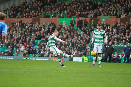 20.02.2016. Celtic Park, Glasgow, Scotland. Scottish Premier League. Celtic versus Inverness CT. Leigh Griffiths hits a free kick