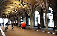 Nederland Amsterdam - december 2017. Fietsen onder het Rijksmuseum in Amsterdam. Foto Berlinda van Dam / Hollandse Hoogte