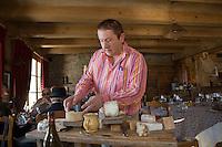 """Europe/France/Rhône-Alpes/73/Savoie/Notre-Dame-de-Bellecombe: Restaurant,Ferme Auberge,""""La Ferme de Victorine"""" James l'aubergiste et le plateau des fromages de Savoie"""