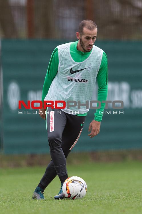 07.02.2016, Trainingsgelaende, Bremen, GER, 1.FBL, Training Werder Bremen<br /> <br /> im Bild<br /> Alejandro G&aacute;lvez / Galvez (Bremen #4) am Ball, <br /> <br /> Foto &copy; nordphoto / Ewert