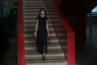SAO PAULO, SP, 24.10.2016 - SPFW-A LA GARÇONE - Modelo durante desfile da grife A La Garçone, durante o São Paulo Fashion Week edição 42 no MASP região central de Sao Paulo, nesta segunda-feira, 24. (Foto: Ciça Neder / Brazil Photo Press)