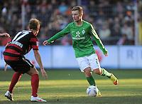 FUSSBALL   1. BUNDESLIGA   SAISON 2011/2012    20. SPIELTAG  05.02.2012 SC Freiburg - SV Werder Bremen Tom Trybull (re, SV Werder Bremen) am Ball gegen Jonathan Schmid (SC Freiburg)