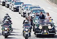 BRASILIA, DF, 01.01.2019 - BOLSONARO-POSSE-    O presidente da República, Jair Bolsonaro e a primeira-dama, Michelle, no Rolls Royce presidencial, nesta terça-feira 01.(Foto:Ed Ferreira / Brazil Photo Press)