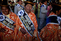 .Aymara women  dacing during the parade to celebrate the day of El Alto..Just 25 years ago it was a small group of houses around La Paz  airport, at an altitude of 12,000 feet. Now El Alto city  has  nearly one million people, surpassing even the capital of Bolivia, and it is the city of Latin America that grew faster ...It is also a paradigmatic city of the tubles and traumas of the country. There got refugee thousands of miners that lost  their jobs in 90 ¥s after the privatization and closure of many mines. The peasants expelled by the lack of land or low prices for their production. Also many who did not want to live in regions where coca  growers and the Army  faced with violence...In short, anyone who did not have anything at all and was looking for a place to survive ended up in El Alto...Today is an amazing city. Not only for its size. Also by showing how its inhabitants,the poorest of the poor in one of the poorest countries in Latin America, managed to get into society, to get some economic development, to replace their firs  cardboard houses with  new ones made with bricks ,  to trace its streets,  to raise their clubs, churches and schools for their children.