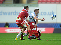 Racing 92 Finn Russell off loads while being tackled by Scarlets' Will Boyde<br /> <br /> Photographer Ian Cook/CameraSport<br /> <br /> European Rugby Champions Cup - Scarlets v Racing 92 - Saturday 13th October 2018 - Parc y Scarlets - Llanelli<br /> <br /> World Copyright © 2018 CameraSport. All rights reserved. 43 Linden Ave. Countesthorpe. Leicester. England. LE8 5PG - Tel: +44 (0) 116 277 4147 - admin@camerasport.com - www.camerasport.com